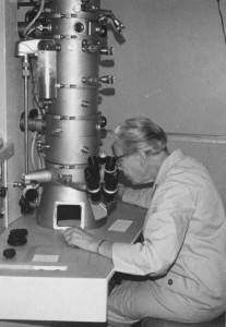 Katherine Esau working at the electron microscope - Copyright Cheadle Center for Biodiversity and Ecological Restoration